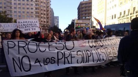 Miles de manifestantes se dirigen al Congreso para protestar por los recortes