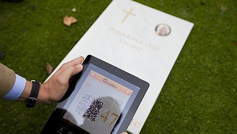 Información multimedia a pie de lápida