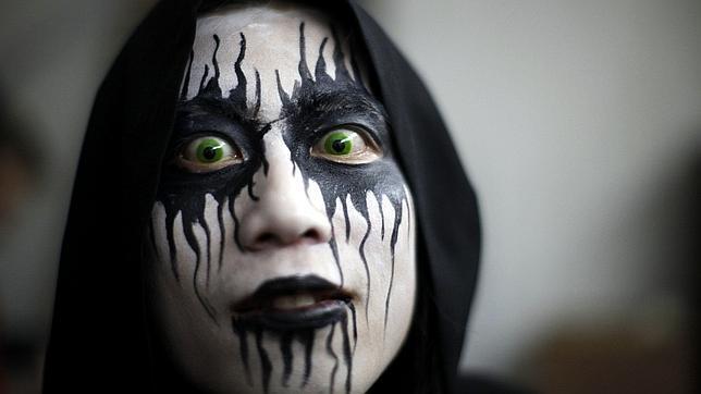 c34b2ec29c Los riesgos de comprar lentes de contacto para Halloween fuera de la óptica