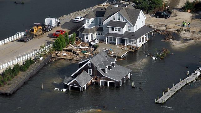 Decenas de miles de personas tendrán que ser realojadas en Nueva York por el «Sandy»