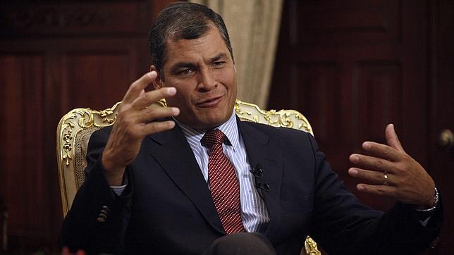 """Presidente do Equador exige que EUA deixem """"latinos em paz"""""""