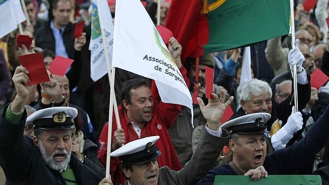 Militares portugueses se manifiestan contra los recortes presupuestarios