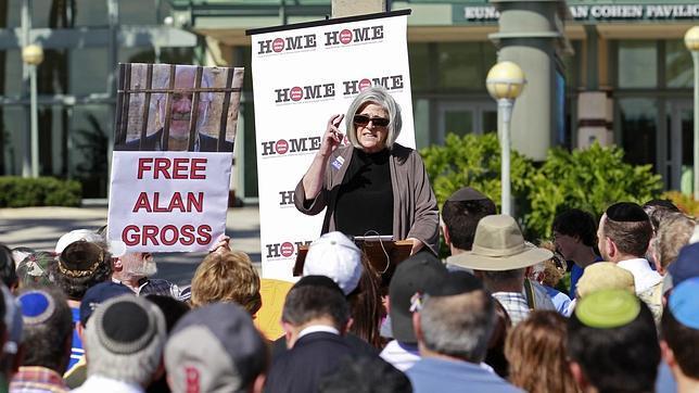 La esposa del contratista de EE.UU. preso en Cuba espera que Obama preste más atención al caso