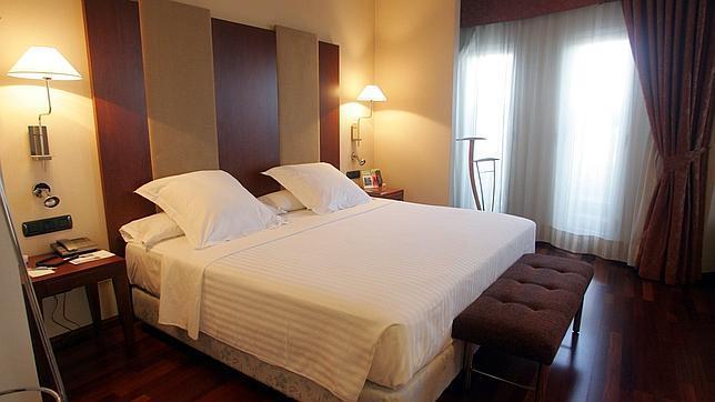 Habitaci n de hotel for Hotel habitacion cuadruple madrid
