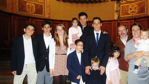 Tienen seis hijos biológicos y adoptan cuatro con Síndrome de Down y síndrome de alcoholismo fetal