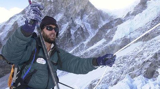 Weihenmayer a escalar uma montanha coberta de neve