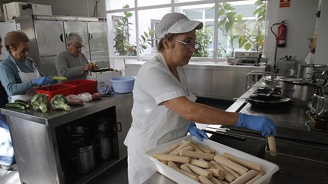 Cáritas pide ayudar a las familias en vez de abrir comedores ...