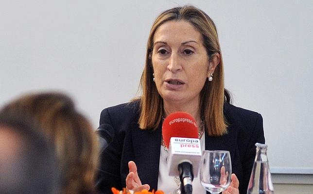 Fomento anuncia el cierre de once aeropuertos Ana_pastor--644x400