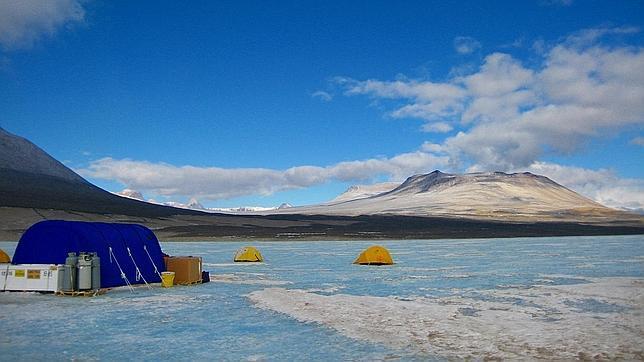 Hallan vida a -13,5ºC bajo el hielo de un lago de la Antártida
