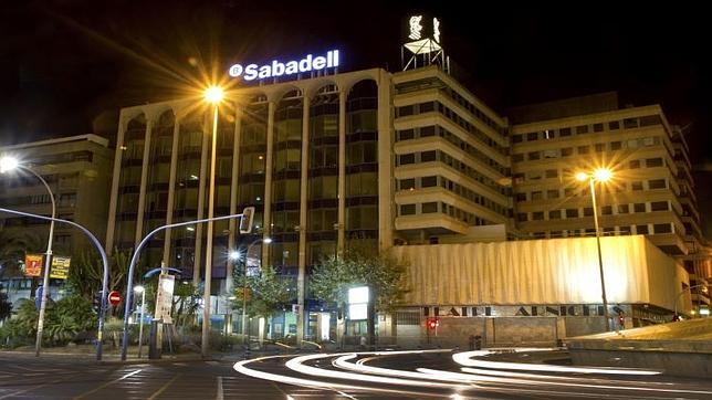 Sabadell cam comunica 205 despidos forzosos en su ere for Oficinas sabadell cam en valencia