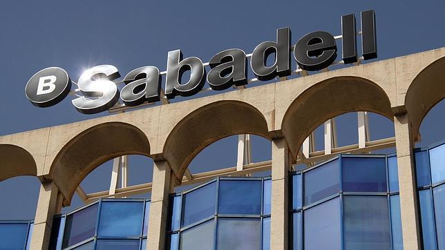 Sabadellcam cierra 300 oficinas y traslada los datos de for Buscador oficinas sabadell