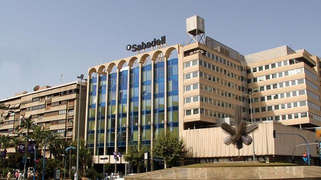 Sabadell cam cierra 300 oficinas y traslada los datos de for Oficinas sabadell malaga