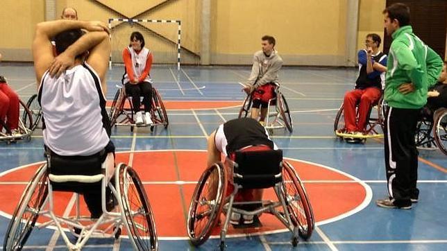 Emsv getafe jugadores de baloncesto en silla de ruedas que se burlan del destino - Baloncesto silla de ruedas ...