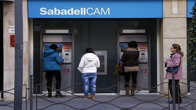 El sabadell se convierte en el cuarto banco de espa a tras for Buscador oficinas sabadell