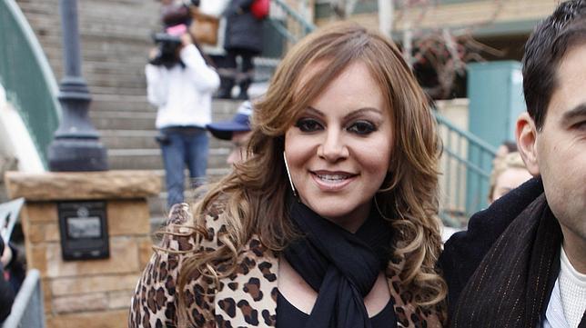 Hallan «destruido» el avión donde viajaba la cantante Jenni Rivera height=362