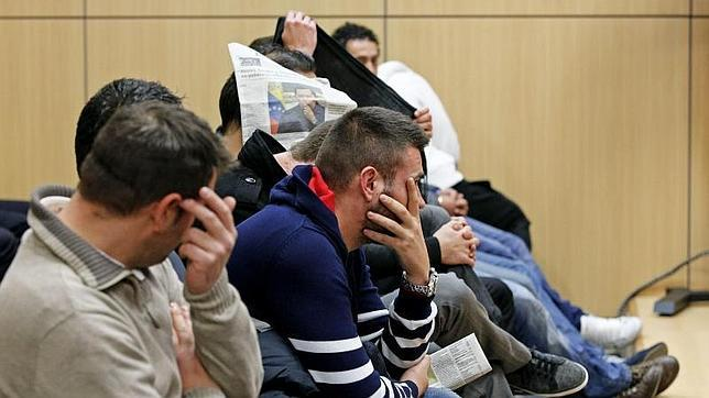 Juzgan a cuatro policías acusados de robar droga a los traficantes para venderla