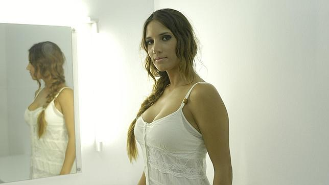 Mujer india se desnuda en su habitacion - 2 1