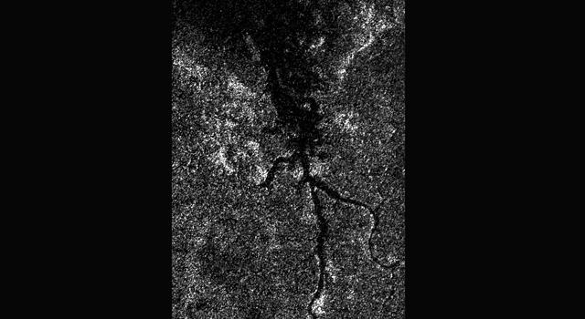 Descubren un pequeño río Nilo en Titán
