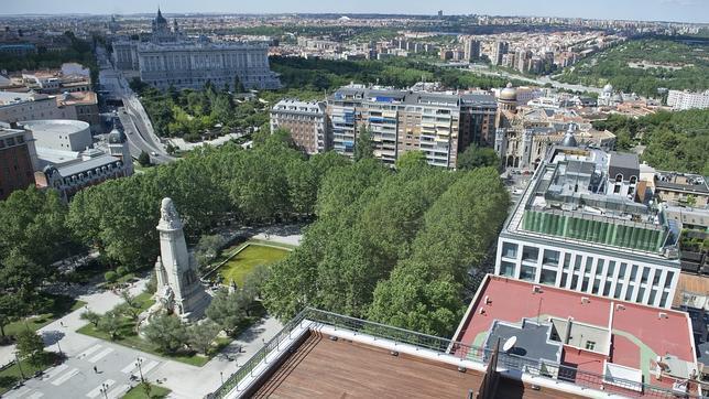 Pisos de lujo en la torre de madrid en plaza espa a for Pisos de lujo en madrid