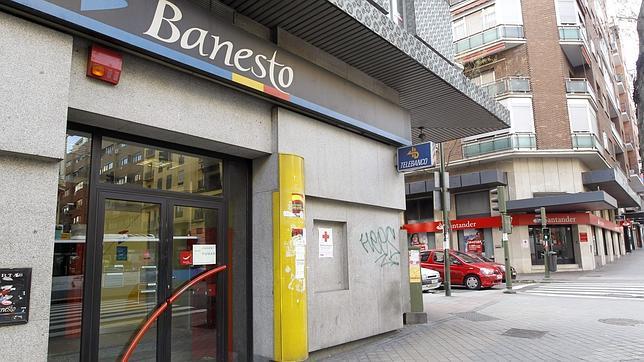 As afectar a los clientes la absorci n de banesto por for Cajeros santander sevilla