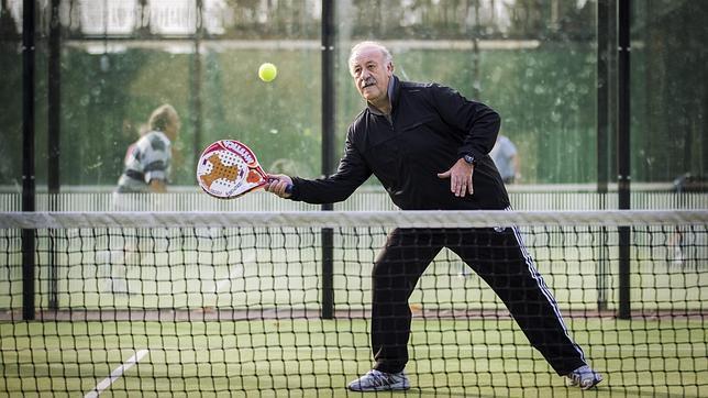 Resultado de imagen para abuelo jugando tenis