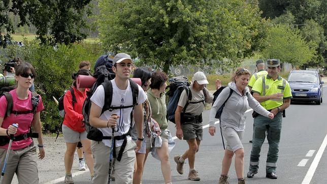 Los peregrinos que recogieron en santiago la compostela for Oficina de turismo santiago de compostela