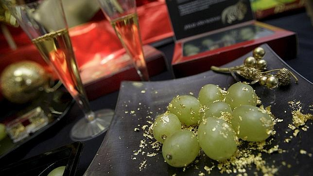 Los beneficios para tu corazón de tomarte las 12 uvas y una copa de champán en Nochevieja