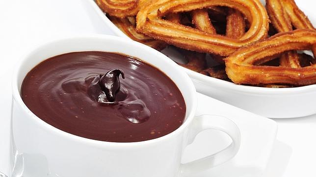 El color de la taza de chocolate influye en su sabor