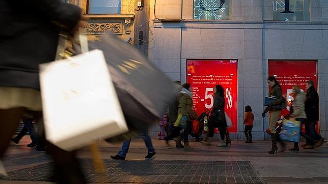 El gasto en rebajas se reduce un 33% desde el inicio de la crisis y se situará este año en 80 euros