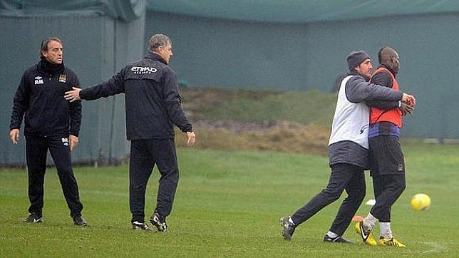Mancini y Balotelli se enfrentan en el entrenamiento del City