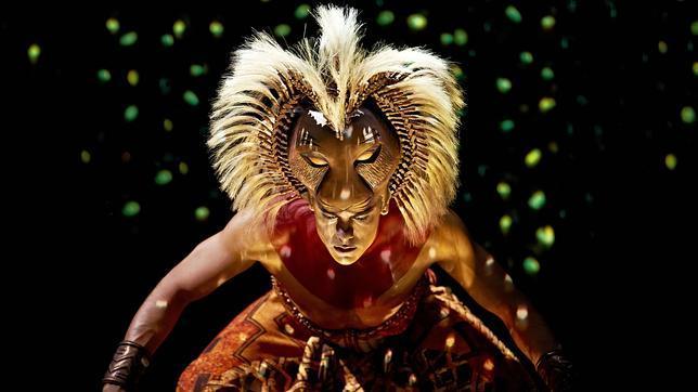 Carlos Rivera en el papel de Simba en «El rey león»