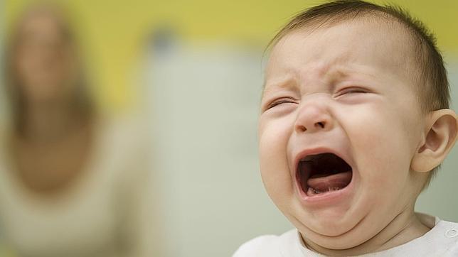 Levantarte o no cuando tu bebé llora por la noche, el eterno dilema