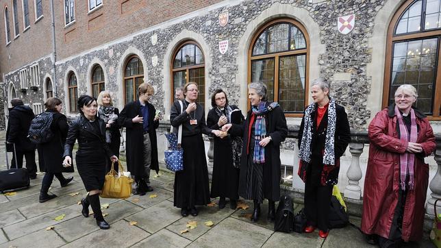 La Iglesia de Inglaterra autoriza la ordenación de obispos homosexuales