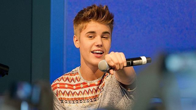Sorprenden a Justin Bieber fumando marihuana