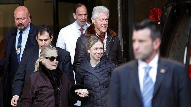 Hillary Clinton vuelve al trabajo tras varios días hospitalizada