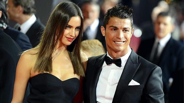 Irina Shayk acompañó a Cristiano Ronaldo, candidato al Balón de Oro (EFE)