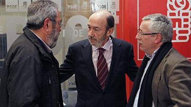 Rubalcaba se reúne con Méndez y Toxo hoy para analizar la crisis económica
