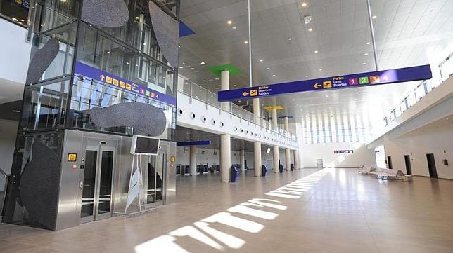 Carlos fabra anuncia una oferta por el aeropuerto de - Interior de castellon ...