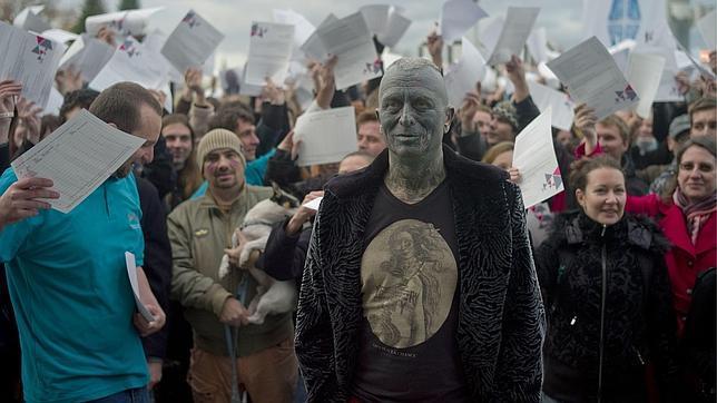 El «hombre tatuaje» que busca presidir la República Checa