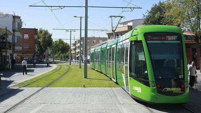 Suspenden el servicio del tranvía de Parla para podar árboles