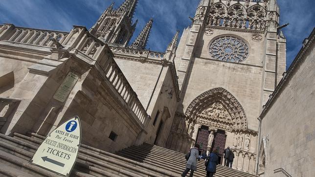 Acceso a la catedral de Burgos