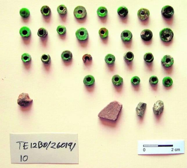 Hallan un collar de piedra prehistórico en el yacimiento Castillejo del Bonete