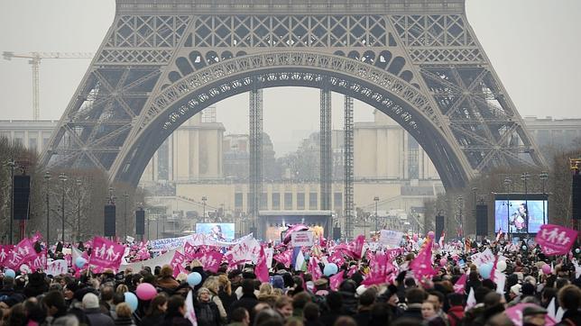 Masiva protesta en París contra la ley de matrimonio homosexual