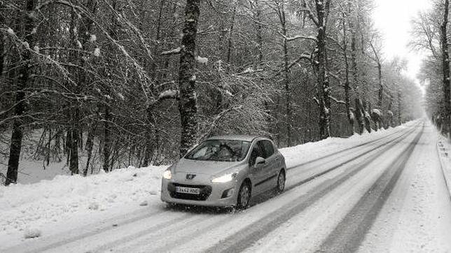 Diez consejos para evitar un accidente con hielo o nieve en la carretera