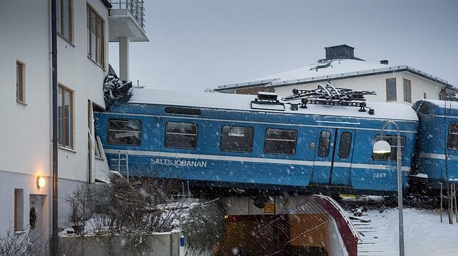 Una mujer de la limpieza secuestra y estrella un tren de cercanías en Estocolmo
