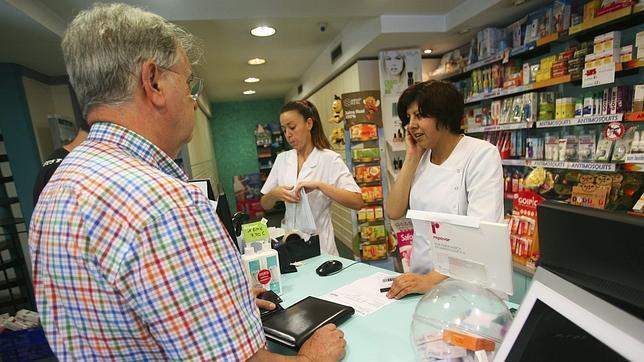 Las farmacias catalanas dejarán de cobrar el euro por receta antes de medianoche