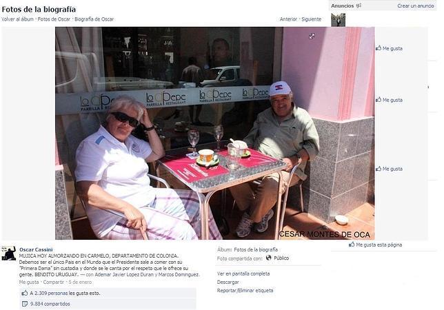 El presidente Mujica en Facebook, con zapatillas y tomando café en una terraza