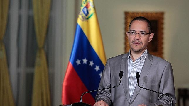 Ernesto Villegas: «Chávez está vivo y dando batalla»
