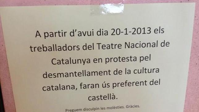 Los trabajadores del TNC protestan contra los recortes hablando en castellano
