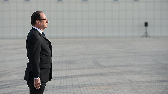 François Hollande con la americana demasiado ajustada